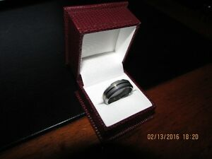 *Men's Tungsten Carbide Ring* Gold Center Inlay *VERY NICE* West Island Greater Montréal image 6