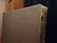 Sommier lit double/double bed boxspring