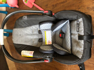 Graco travel stroller with bucket seat and base