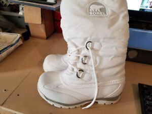 Brand New!!!-Womans White Sorels Snow Boots Size 8-60.00 FIRM!!!