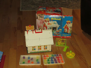 VINTAGE 1971 FISHER PRICE SCHOOL HOUSE SET WITH ORIGINAL BOX