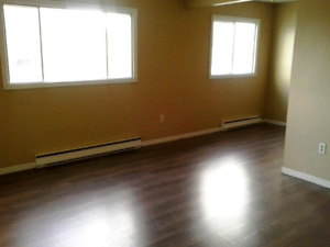 2 BEDROOM EAST AVAILABLE ASAP.   2 CHAMBRES EST DISPONIBLE ASAP.