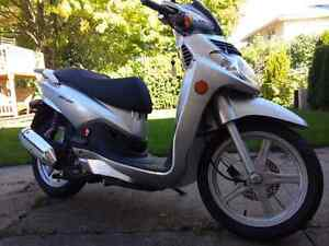 2009 SYM HD 200 - only 11 kms!