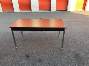 Lunchroom Table, Excellent Condition, Cheap Price!