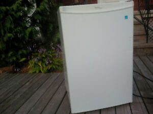 Frigo apartement a vendre / apartment fridge for sale
