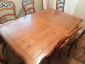 Dining Room Table with MiddlePiece and 6 Chairs