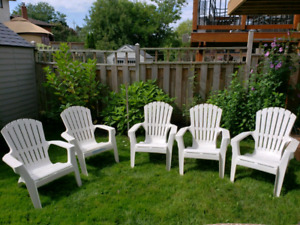 5 out chairs white
