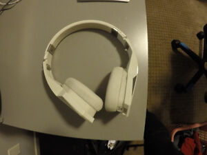 Selling *Mint* White Deisel Vektr Headphones without aux cord