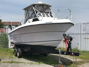 1990 Horizon 252 center console fishing boat.