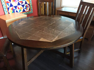 Kitchen table + 4 padded chairs