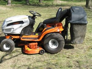 tracteur columbia18hp 2cylindres 46po tablier bac herbe