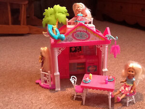 Barbie Chelsea Play House - Like brand new - with 3 dolls