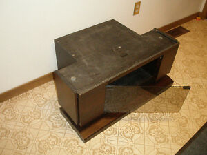 GE 27 inch Entertainment Series PIP Television and TV Stand Belleville Belleville Area image 3
