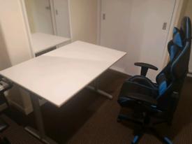 Heigh adjustable desk