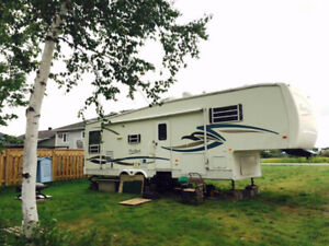 NEW PRICE, MAKE US AN OFFER /Fifth Wheel for sale