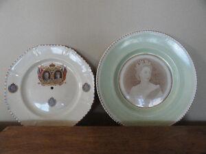 2 Assiettes de la famille Royale à vendre.