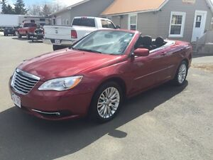 2013 Chrysler 200 convertible **low low kms**