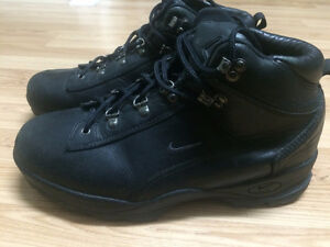 PRICED TO SELL - NIKE ACG MENS Boots 11.5
