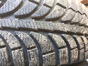 plusieurs pneus d'hiver