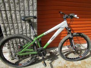 Norco Dirt Jumper 4 mountain bike