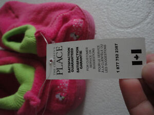 Brand new with tags kid's fleece slippers shoes size 3-4 Pink London Ontario image 3