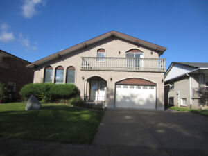 Large Detached home for rent (3 Bed,3 Bath) Stoney Creek
