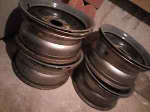 Set of 4  Dodge Dakota truck rims with centre hub covers