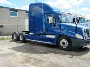 2013 FREIGHTLINER CASCADIA - MINT CONDITION
