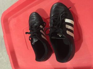Adidas size 2 kid's soccer cleats
