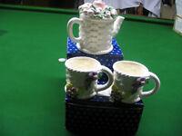 Teapot and 2 mugs