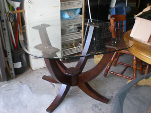 """dinning table 42"""" X 42"""" WITH CHAIRS"""