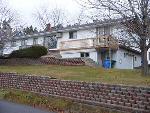 Maison a vendre avec un revenu, Gaspé Qc. Nouveau prix.