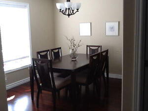 Mint & Gorgeous Dining table & 6 chairs