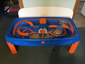 Step 2 Hot Wheels Table / Craft Table