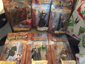 GROUP OF 6 HARRY POTTER FIGURES