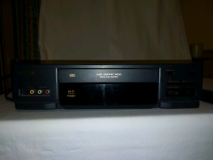 Hitachi VT-F391A Video Cassette Recorder Player w/ Hi Fi Stereo