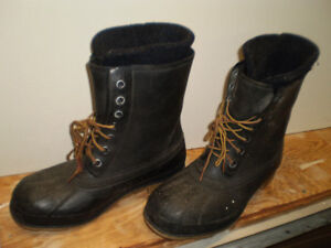 Size 10 Rubber winter boots with liners