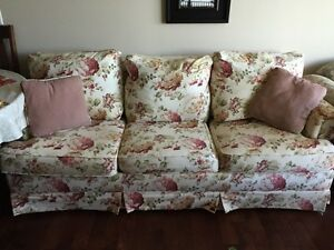 Couch with pullout