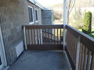 BEAUTIFUL TWO BEDROOM/1 BATH APARTMENT ***Availalble***