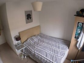 Lovely ensuite room to rent in flat moments from Brick Lane