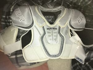 A shoulder Pad Nexus Bauer Size Medium ``5.7-5.11``