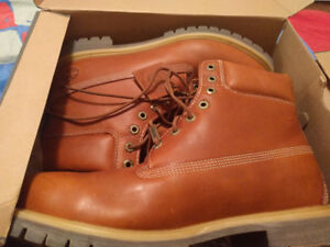 TIMBERLAND BOOTS SIZE 13 IN THE BOX