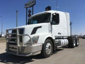 2008 Volvo VNL660, Used Sleeper Tractor