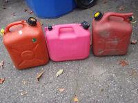 Bidons d'essence / Gas Cans