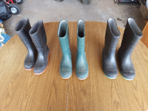 boys 5$ rubber boots sizes 2 and 5