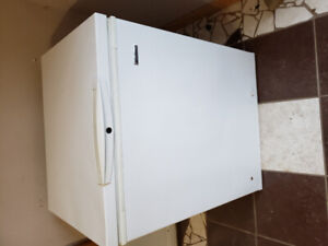 Like new Kenmore 5 cubic ft chest freezer