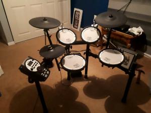 Roland TD11-KV elec. Drum set MINT! COMES WITH EXTENDED WARRANTY