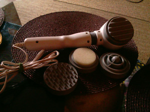 Thermal Massager w 4 attachments. 3 Settings. Like New. 10.00.