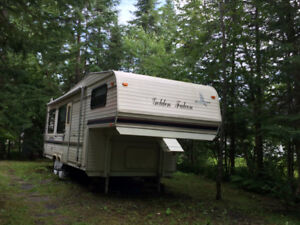 Roulotte Fifth Wheel Golden Falcon 27 pieds.