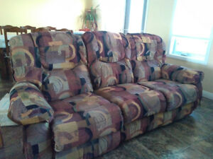 Lazy-Boy Couch with foldable middle section